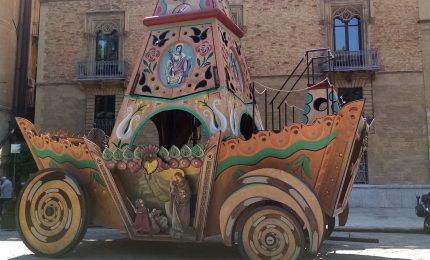 Palermo, il Carro Trionfale di Santa Rosalia a Piazza Marina