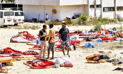 Liberati 350 migranti dal centro detenzione di Tajoura, ministro libico depreca