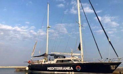 """Viminale a Mediterranea: """"Vada a Malta, pronti a collaborare"""". Ong: siamo stremati. Procura indaga su scafisti"""