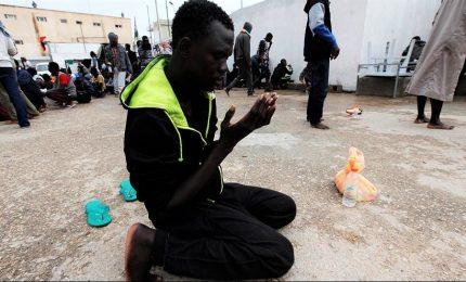 """Strage migranti a Tripoli, testimone: """"almeno 100 morti"""". Onu: """"Crimine di guerra"""""""