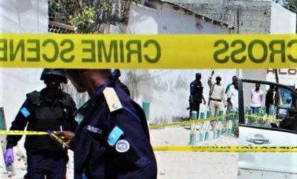 Assalto Al-Shebaab a hotel Chisimaio, bagno di sangue in Somalia