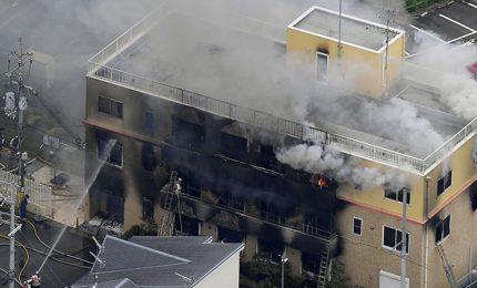 Appicca fuoco in studio di animazione, 13 morti
