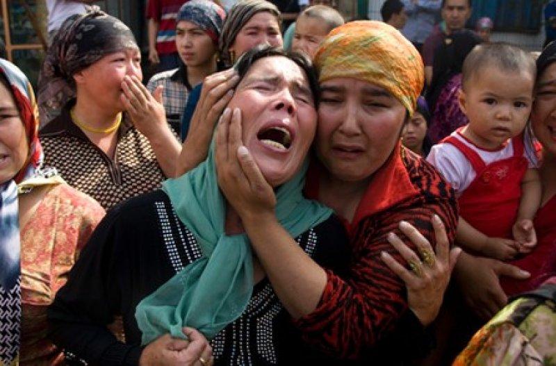 10 anni fa rivolte Urumqi. Cina separa bimbi musulmani dalle loro famiglie