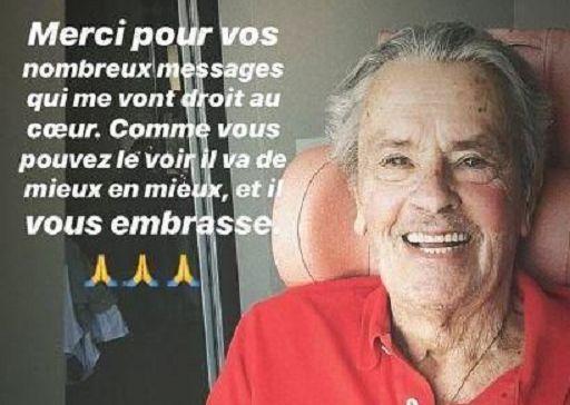 Alain Delon sta meglio e posta foto sorridente