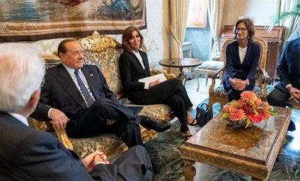 Berlusconi: no a improvvisazioni e governi nati in laboratorio, maggioranza di centrodestra o elezioni anticipate