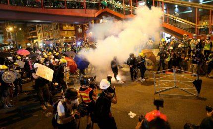 Ondata di arresti a Hong Kong, la tensione cresce ancora. Altri due deputati in manette