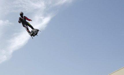 Impresa di Zapata, attaversa la Manica volando sul Flyboard