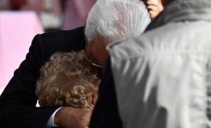Mattarella a Genova abbraccia familiari vittime