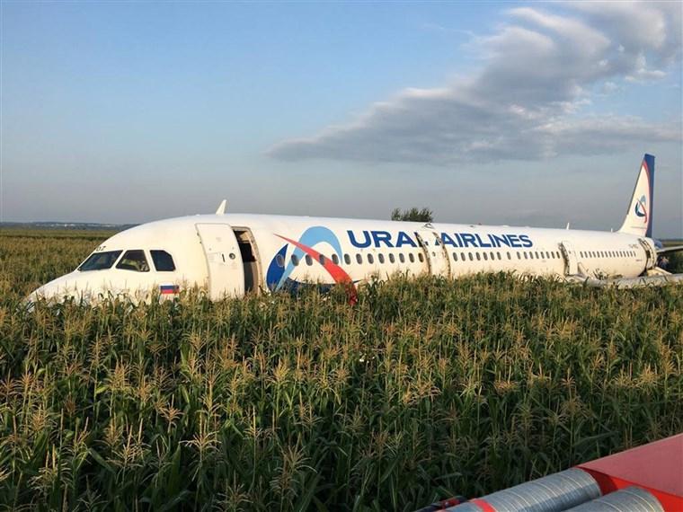 Atterraggio emergenza a Mosca, 23 feriti su aereo russo