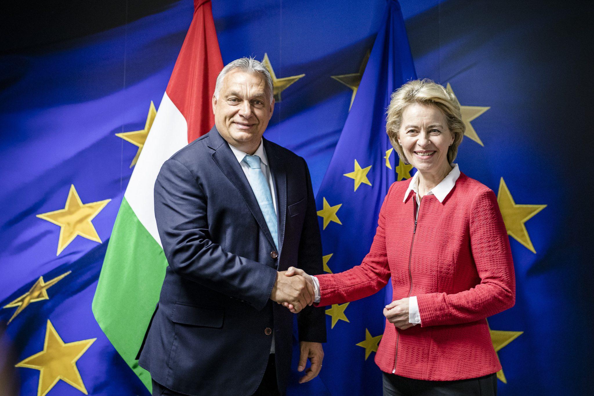"""Orban da Von der Leyen per """"una Commissione Ue diversa"""". La presidente da Conte"""