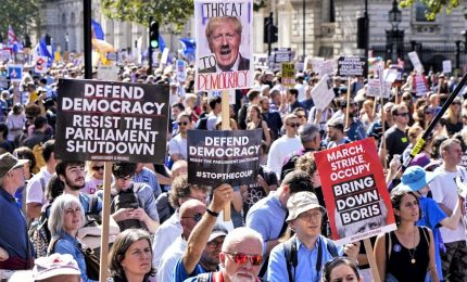 Brexit, decine migliaia in cortei contro sospensione Parlamento. Sassoli, accordo raggiunto è migliore possibile