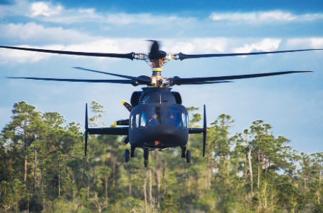 Elicottero atterra in area affollata, 3 feriti lievi