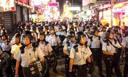 Hong Kong, nuovi scontri polizia-manifestanti all'aeroporto: 700 arresti da inizio proteste