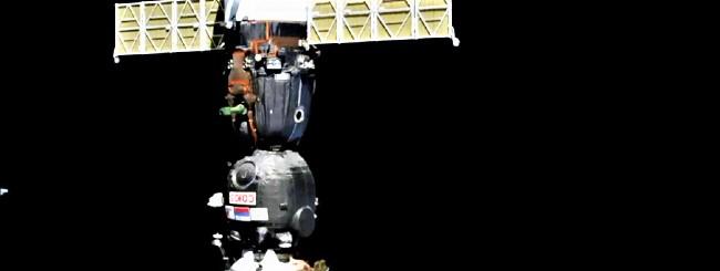 Soyuz attracca alla ISS con il robot Fedor