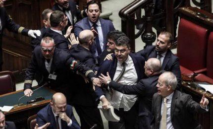 Bagarre in aula Camera su Moscopoli, ma Lega attacca Pd su Gozi
