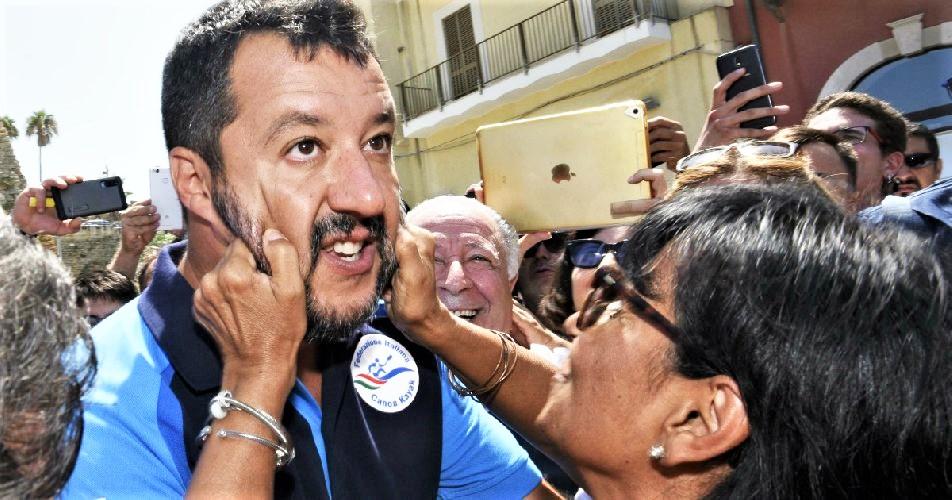 """Salvini, ora alle urne. Ed è scontro con Conte. Lega pronta a portare in piazza militanti """"con forconi"""""""