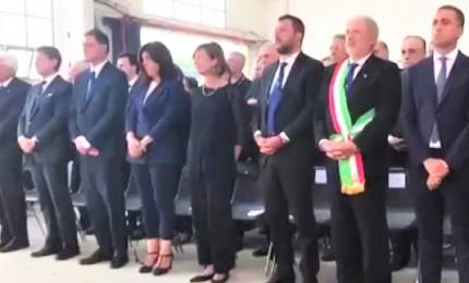 Il minuto di silenzio per le vittime del Morandi