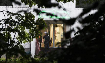 Uniforme ed elmetto, giovane spara in moschea vicino Oslo. Arrestato