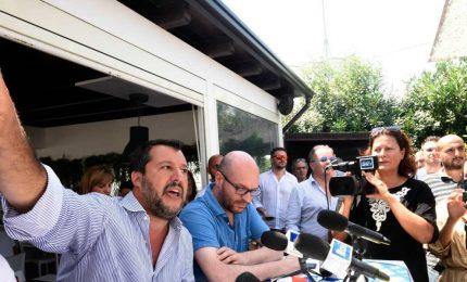 Salvini attacca il reporter per il video della moto d'acqua