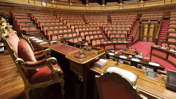 I Cinquestelle spingono su taglio parlamentari. Cautela Pd, che frena su legge elettorale