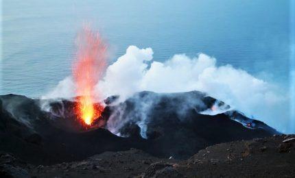 Lo Stromboli si risveglia, forte esplosione sul vulcano