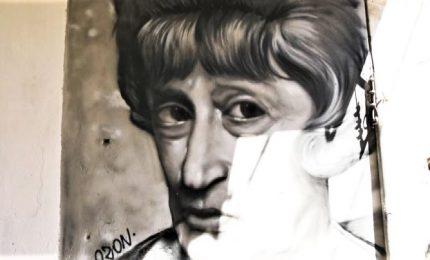 Turisti e murales ai quartieri spagnoli. Napoli invoca Totò