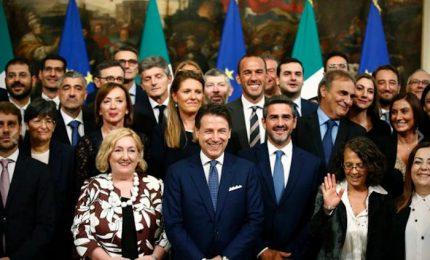 Il giuramento a Palazzo Chigi dei nuovi sottosegretari. Conte: dialogo con Parlamento e orecchio teso a gente