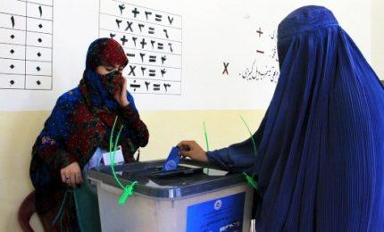 L'Afghanistan al voto tra violenze, paura e corruzione. Il presidente Ashraf Ghani cerca un secondo mandato