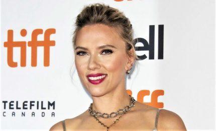 Toronto, Scarlett Johansson illumina il red carpet con due film