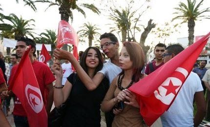 Tunisia al voto, 26 candidati per nuovo capo di Stato. Due le aspiranti donne
