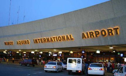 Fermata all'aeroporto di Manila con un neonato nascosto in borsa