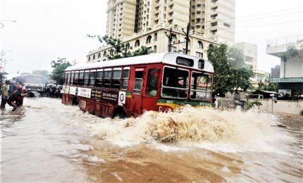 Alluvioni, almeno 100 morti in Uttar Pradesh e Bihar