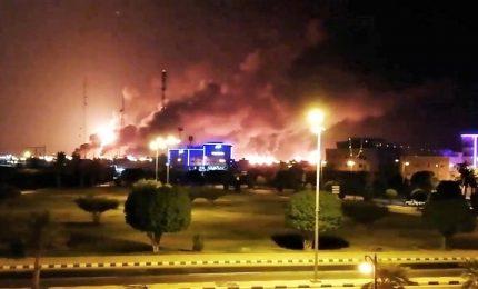 Arabia Saudita, 10 droni contro 2 impianti petroliferi. Movimento Houthi rivendica