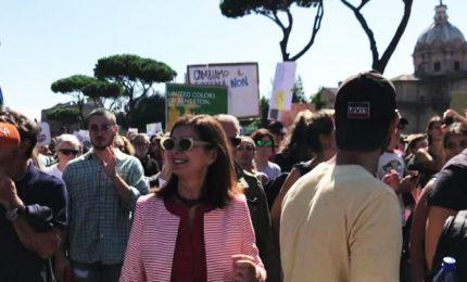 Fridays for Future, a Roma cori e flash mob. E c'è anche Boldrini