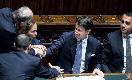 Conte incassa fiducia dalla Camera: stop Iva e taglio cuneo, nuovo Patto stabilità. Ma è bagarre in Aula con Lega e Fdi