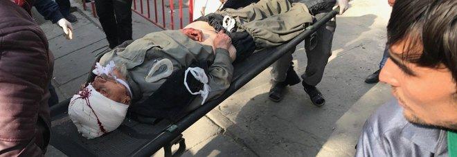Esplosione a Kabul in  pieno processo di pace tra americani e talebani, almeno 16 morti
