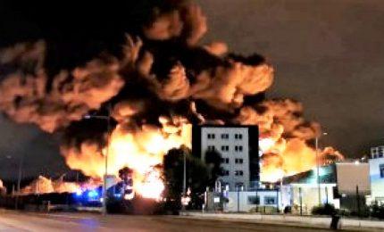 In fiamme impianto chimico a Rouen