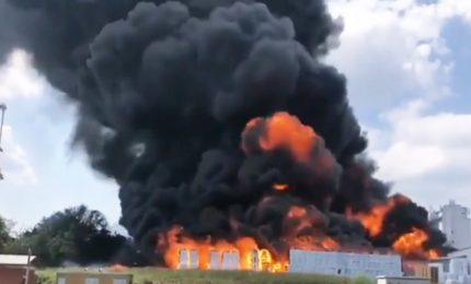 Violento incendio in una fabbrica ad Avellino