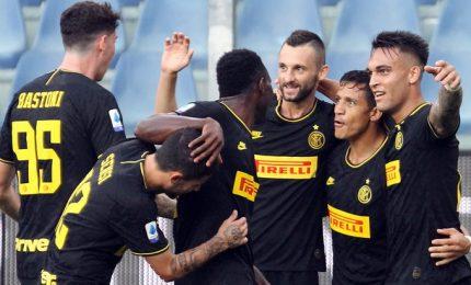 Inter 6 su 6 anche giocando in 10, Samp travolta