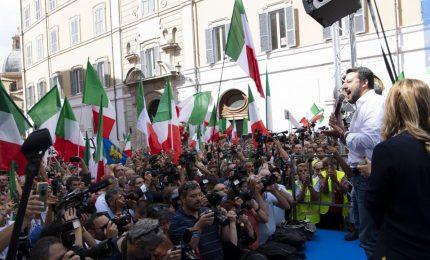 Salvini tra cori e selfie: noi in piazza, il governo nel Palazzo
