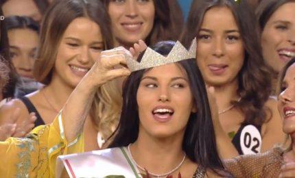 Miss Italia, incoronata la 20enne Carolina Stramare