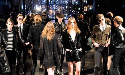 Yves Saint Laurent a Parigi, la sfilata del ritorno alle origini
