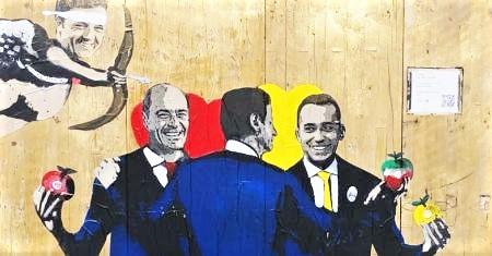 Conte, Di Maio e Zingaretti con Renzi cupido. Spunta un altro murale