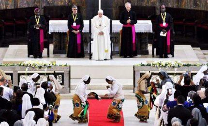 Il Papa abbraccia i cattolici in Mozambico, in 60mila alla messa