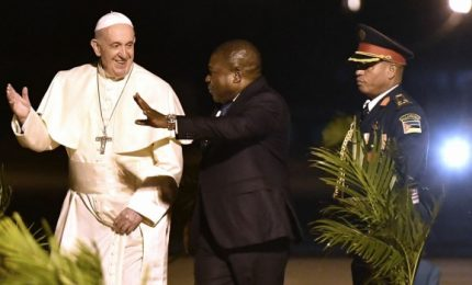 Papa in Mozambico, accolto da balli e canti