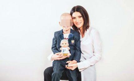 Laura Pausini testimonial delle bambole per i malati oncologici