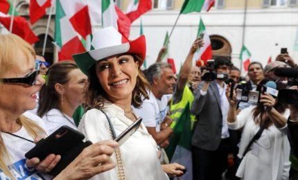 FdI e Lega con tricolori in piazza contro il governo. Meloni: lavoro per coalizione ampia, Salvini è leader del Carroccio