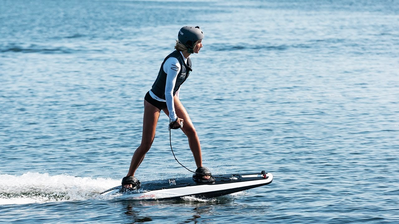 Arriva il surf elettrico a lancia trasparente