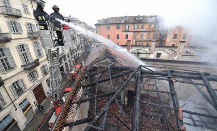 A fuoco tetto della Cavallerizza, patrimonio Unesco