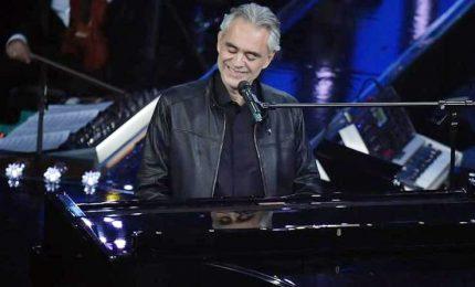 """Bocelli canta """"Fratelli d'Italia"""" e raccoglie fondi per Camerino"""